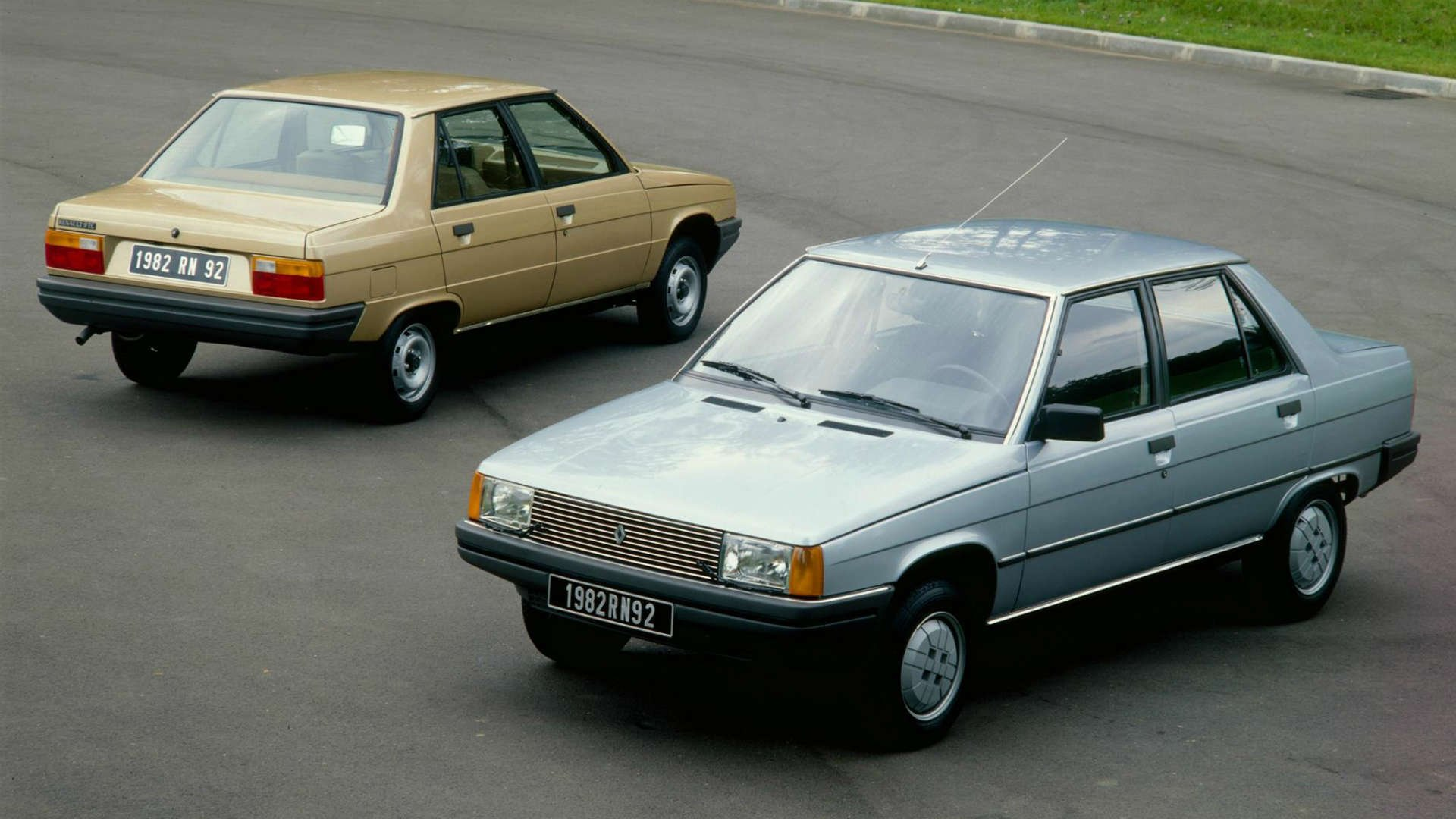 Renault 9 front and rear