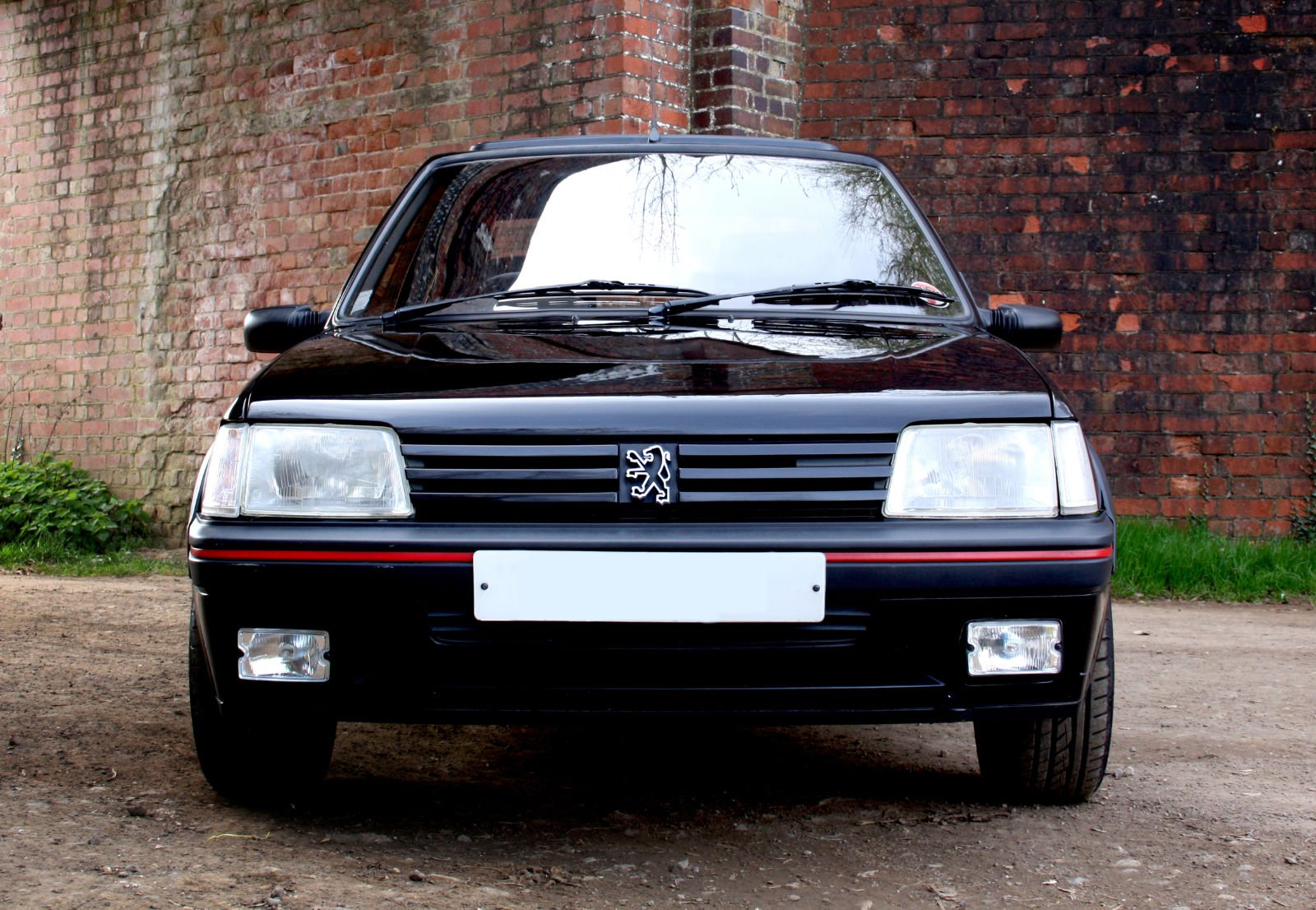 In pictures failcar 39 s peugeot 205 gti petrolblog for Housse 205 gti
