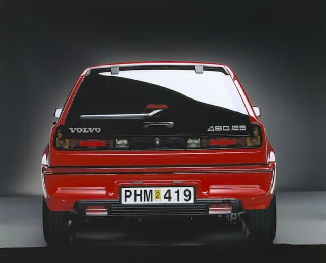 Rear of red Volvo 480 ES on PetrolBlog