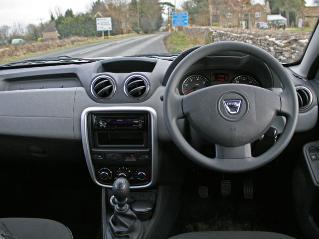 The Dacia Duster Access 1.6 4×4 dashboard