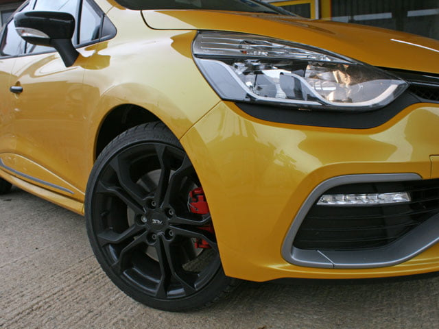 Headlight and alloy wheel - Renaultsport Clio 200 Turbo