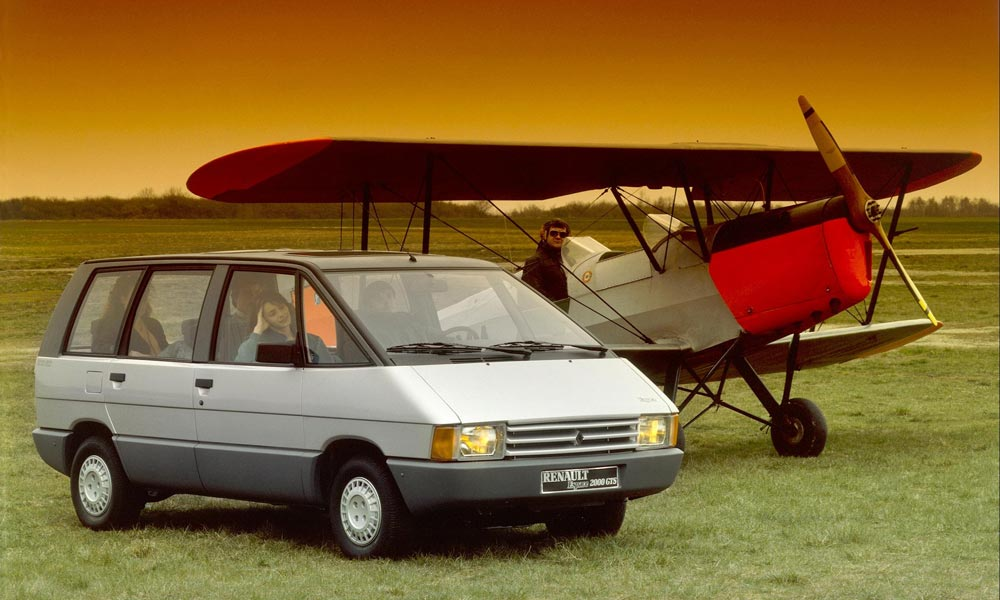 MK1 Renault Espace and aircraft