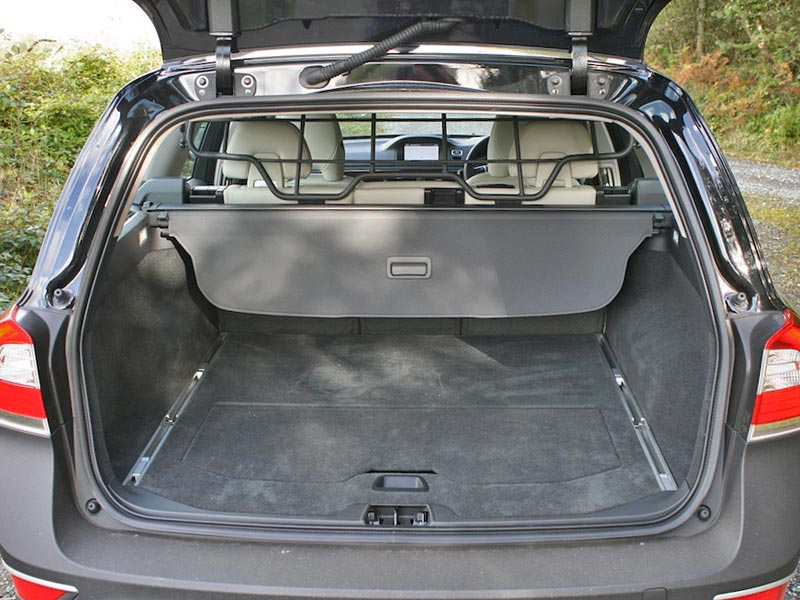 2014 Volvo XC70 boot space