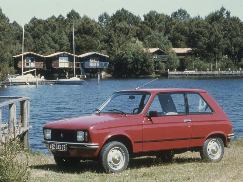 Citroen LNA by lake