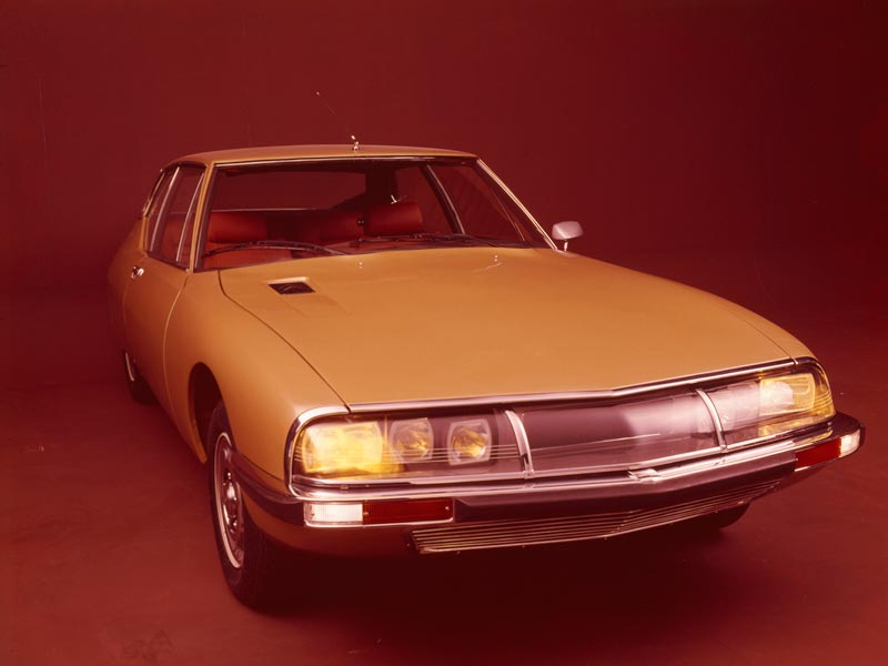 Citroen SM in studio