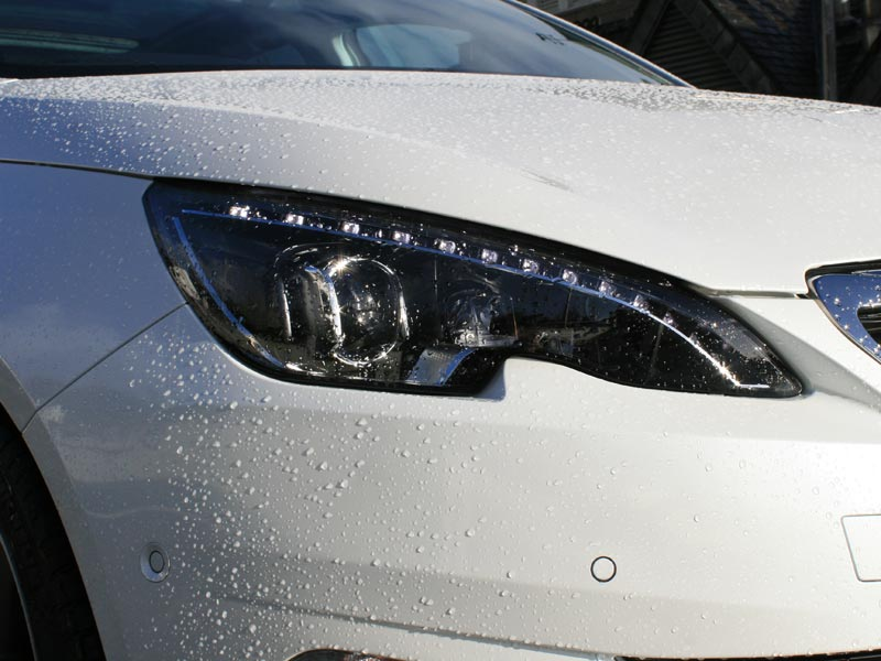 Peugeot 308 LED headlight and DRL