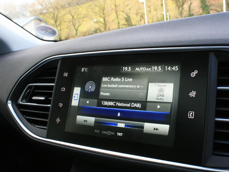 Peugeot 308 infotainment display