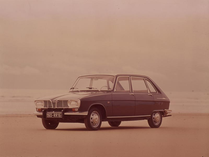 Renault 16 on beach