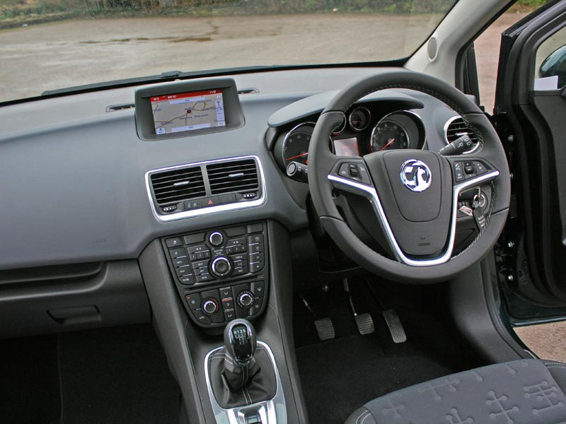 2014 Vauxahll Meriva dashboard with Intellilink