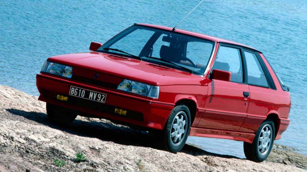Red Renault 11 Turbo phase 2