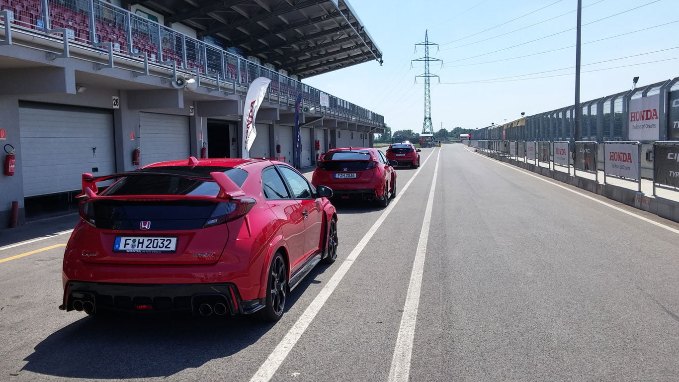 Honda Civic Type-R pit lane