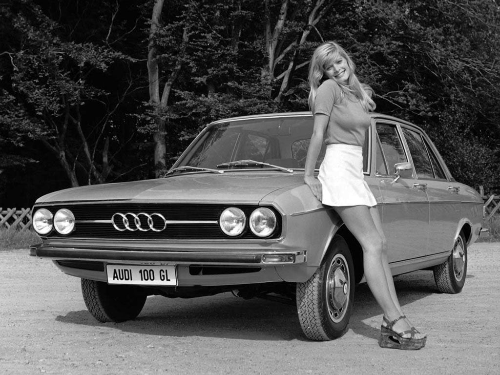 Audi 100 C1 and lady