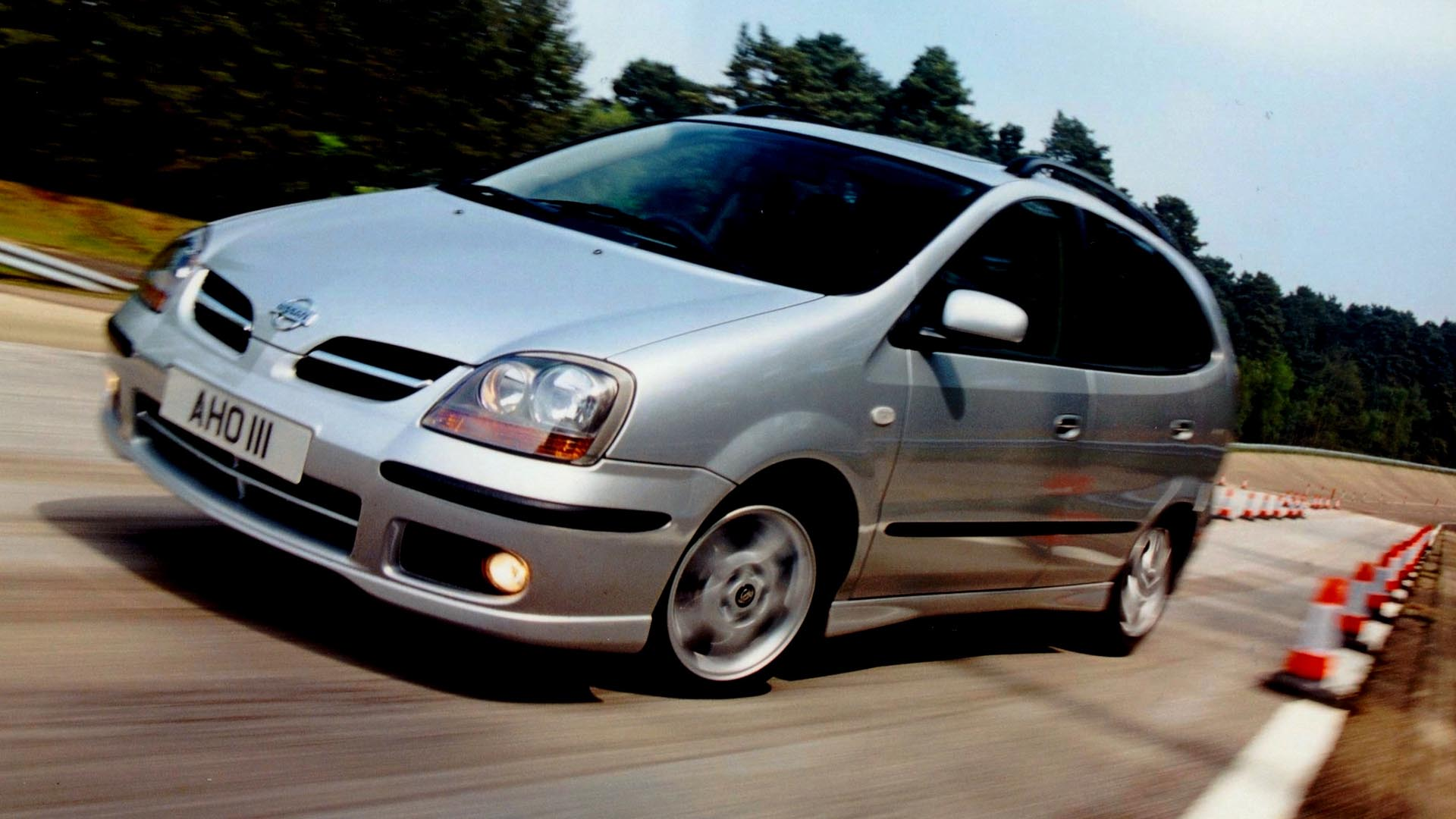 Nissan Almera Tino really on it