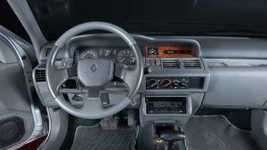 Renault Clio Baccara dashboard