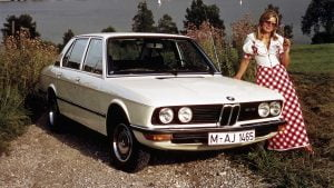 BMW 525 and lady