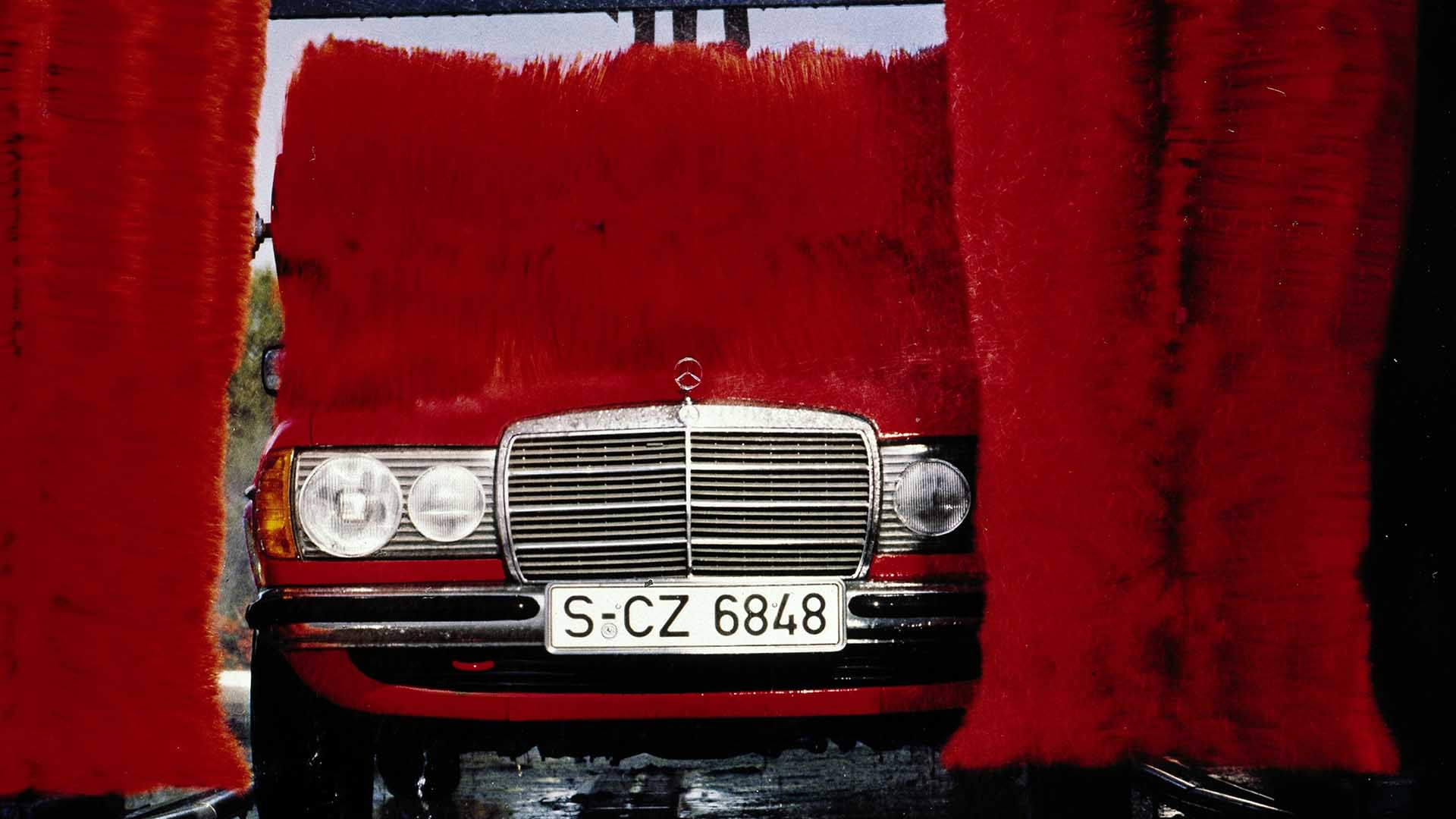 Mercedes W123 at the car wash