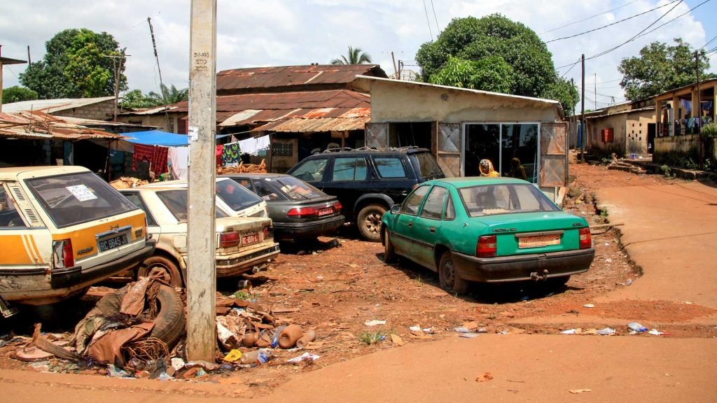 Opel Vectra and Peugeot 505 in Conakry