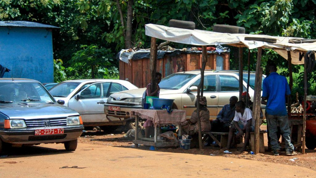 Peugeot 205 and Renault Laguna in Conakry