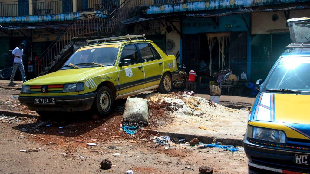Peugeot 309 in Conakry