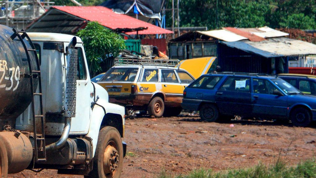 Peugeot and Renault estates in Conakry