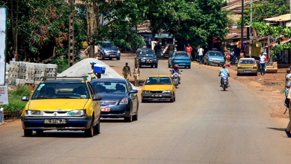 Renault 19 and others in Conakry